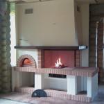 Барбекю в доме с камином и печью