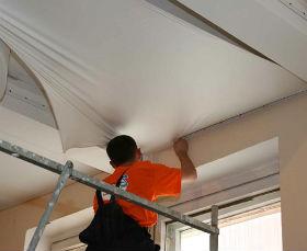 такие потолки можно монтировать на различных стадиях ремонта