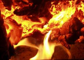 чтобы мясо было сочным и вкусным его надо готовить на углях