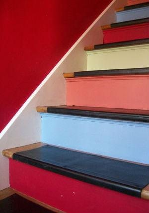 чем красить лестницу - конечно же краской