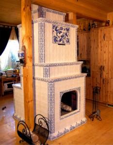 облицованная русская печь камин в интерьере дома