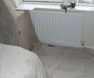 необходимо накрыть мебель и защитить пол перед демонтажем пластикового окна