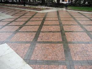 Пешеходная зона из гранита