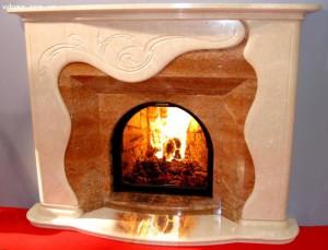 Портал камина из комбинаций мрамором
