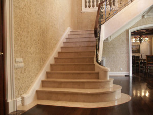 Лестница из природного мрамора