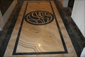 Мозаика на мраморном полу