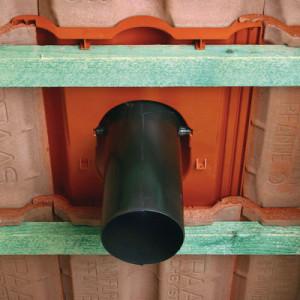установка дымохода в черепице