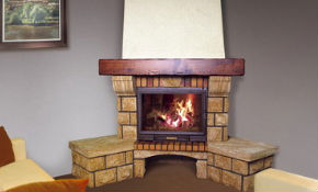 для украшения загородного дома или квартиры часто строят угловой камин